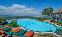 Pool mit Aussicht in das Rift Valley