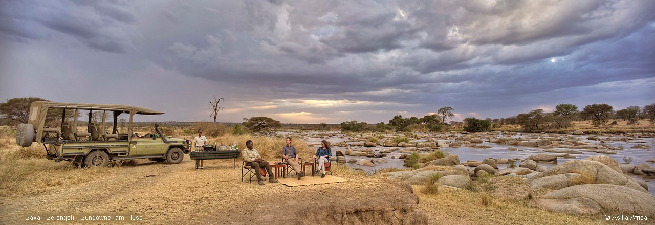 Sayari-Serengeti-sundowners-by-the-river 01